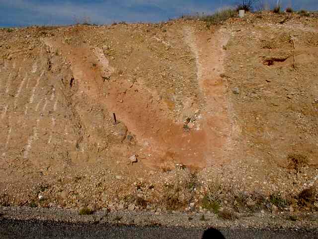 bifurcating impact breccia dikes, Escorihuela, Rubielos de la Cérida impact basin