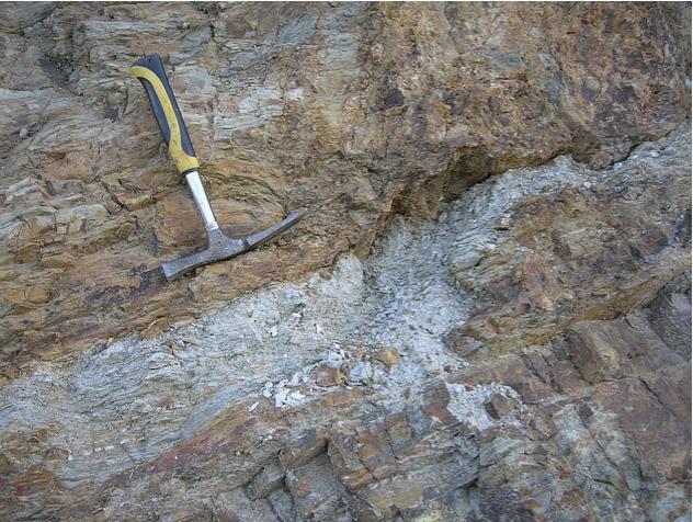 autovía Mudéjar geological outcrop, impact breccia dikes 12, Azuara impact structure