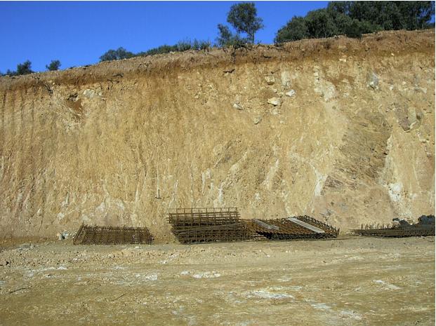 Autovía Mudéjar geological outcrop, impact breccia dikes 2, Azuara impact structure