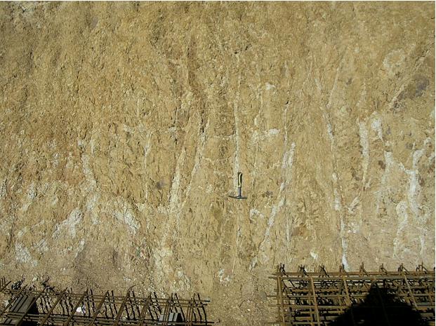 autovía Mudéjar geological outcrop, impact breccia dikes 3, Azuara impact structure