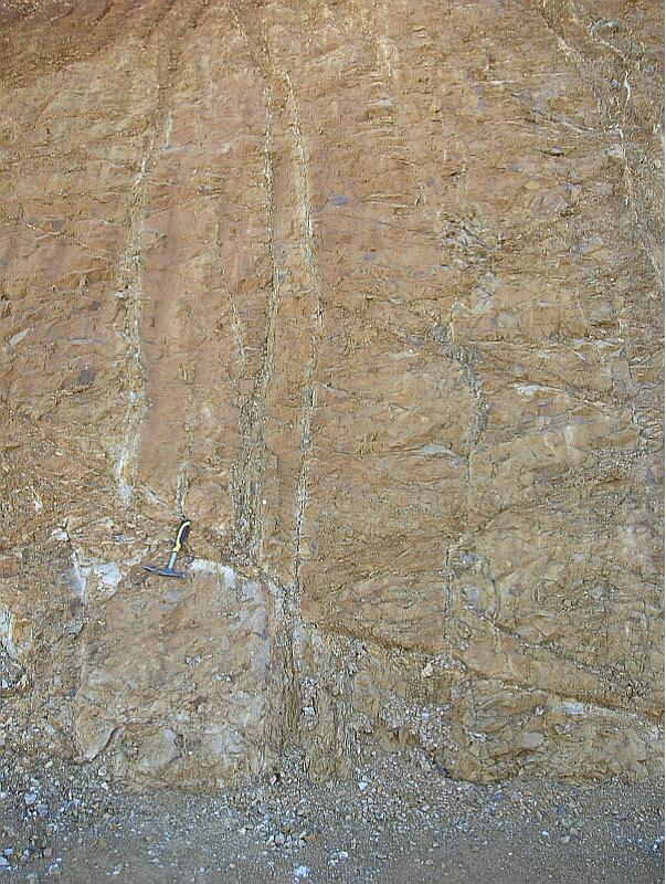 autovía Mudéjar geological outcrop, impact breccia dikes 6, Azuara impact structure