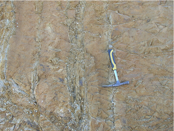 autovía Mudéjar geological outcrop, impact breccia dikes 7, Azuara impact structure