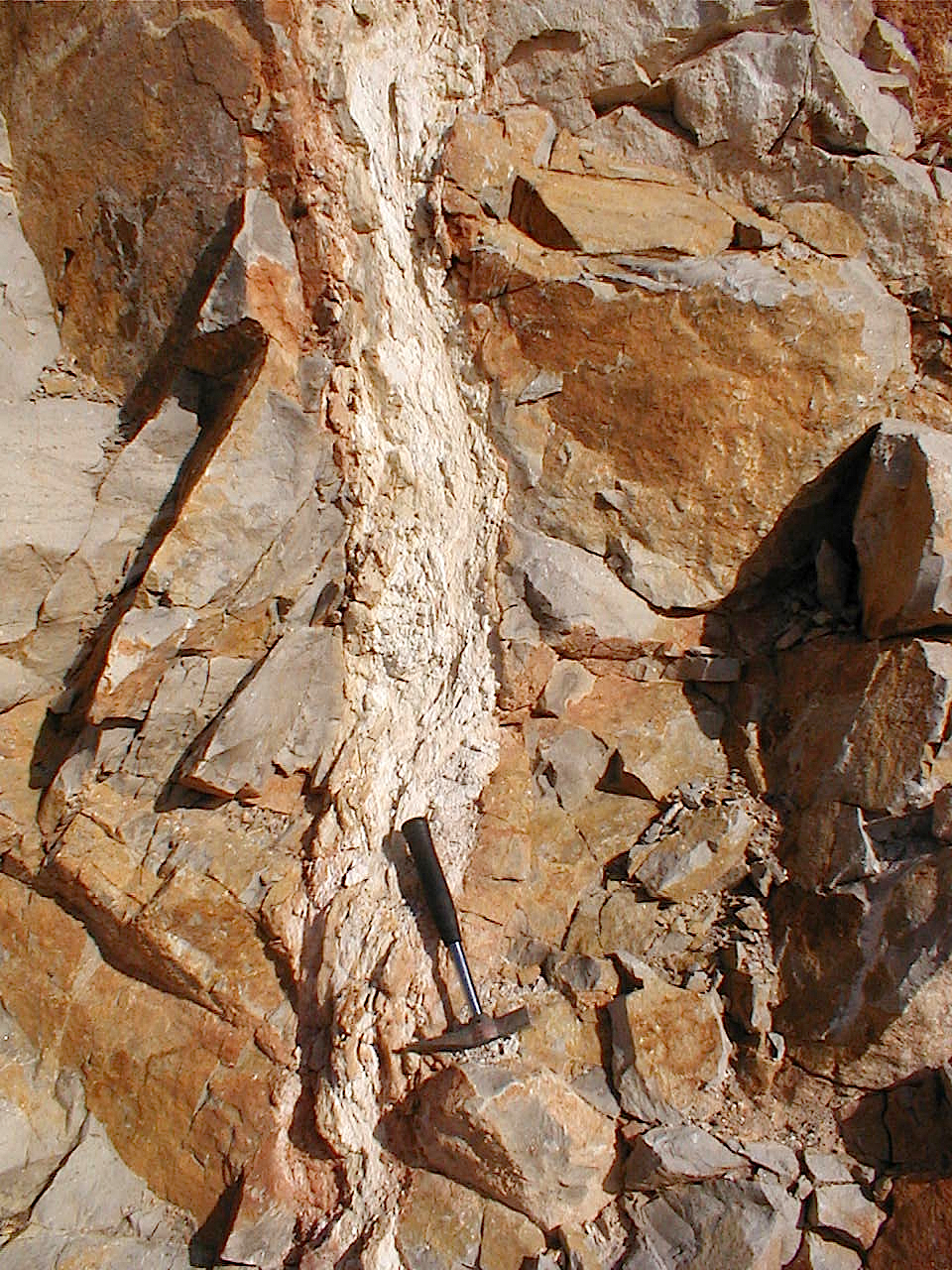 impact breccia dike with carbonate or decarbonization matrix, Corbalán, Rubielos de la Cérida impact basin Spain