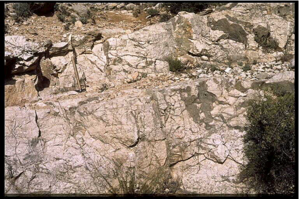 impact breccia dike and pocket, Ventas de Muniesa, Azuara impact structure
