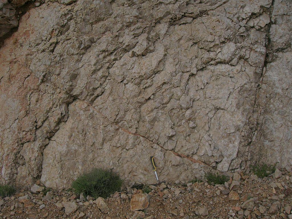 impact breccia dike Rubielos de la Cérida impact basin Spain