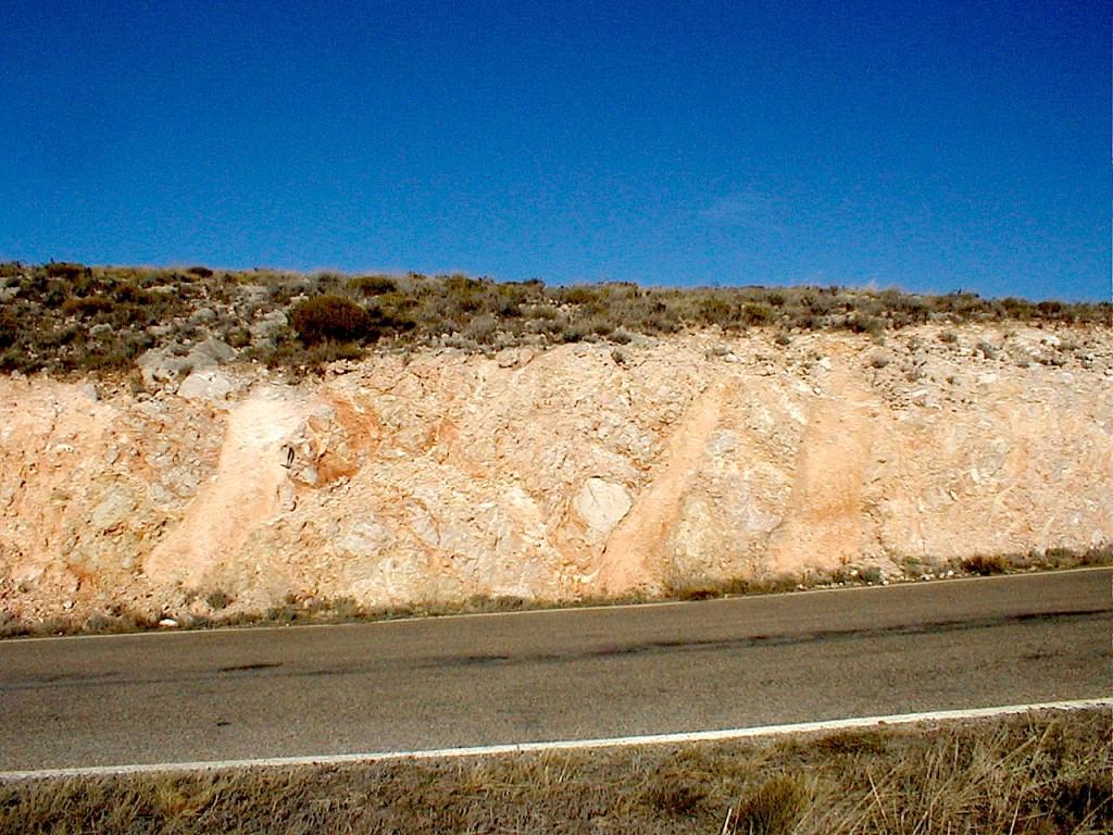 impact breccia dikes, Moyuela, Azuara impact structure