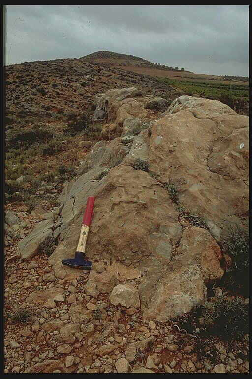 thick impact breccia dike with shock effects, Muniesa, Azuara impact structure