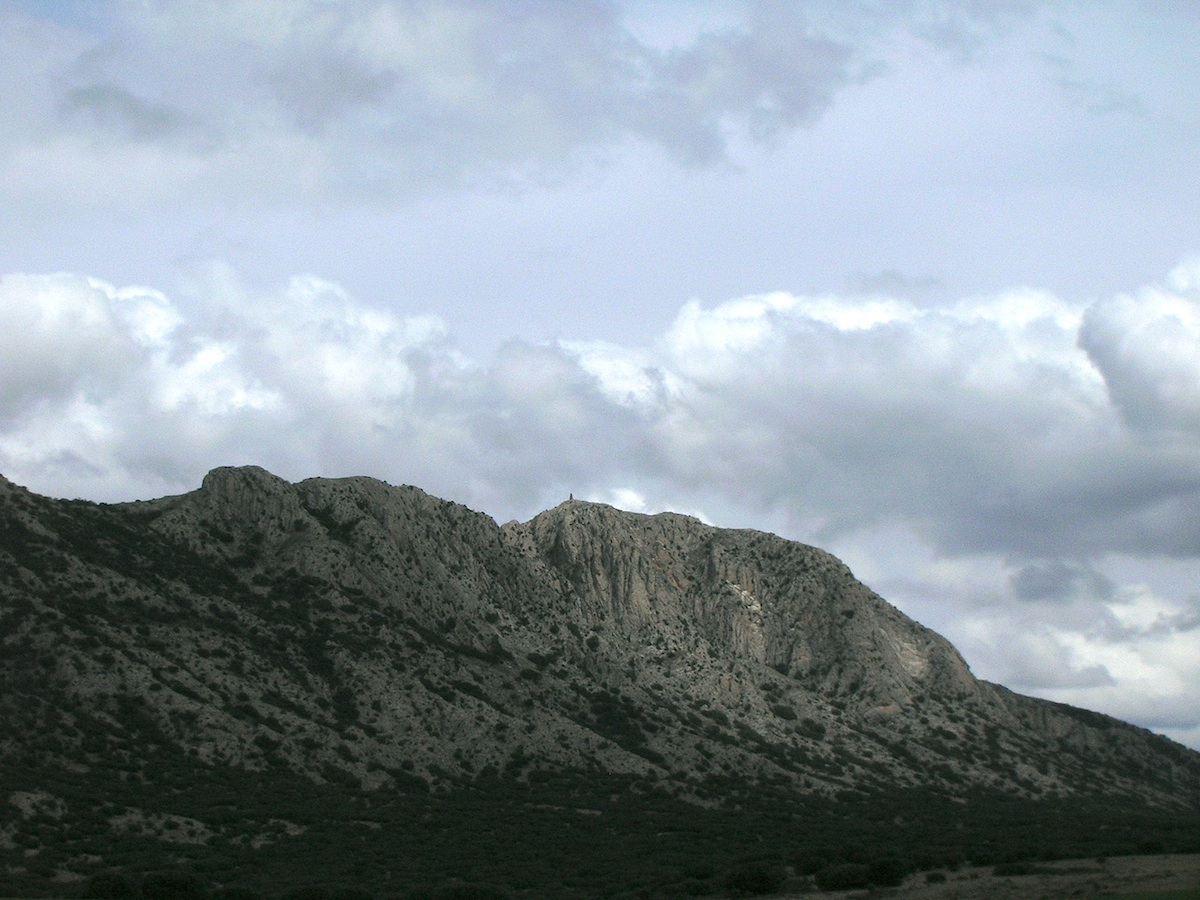 photo of the central uplift chain of the Rubielos de la Cérida impact basin, Palomera