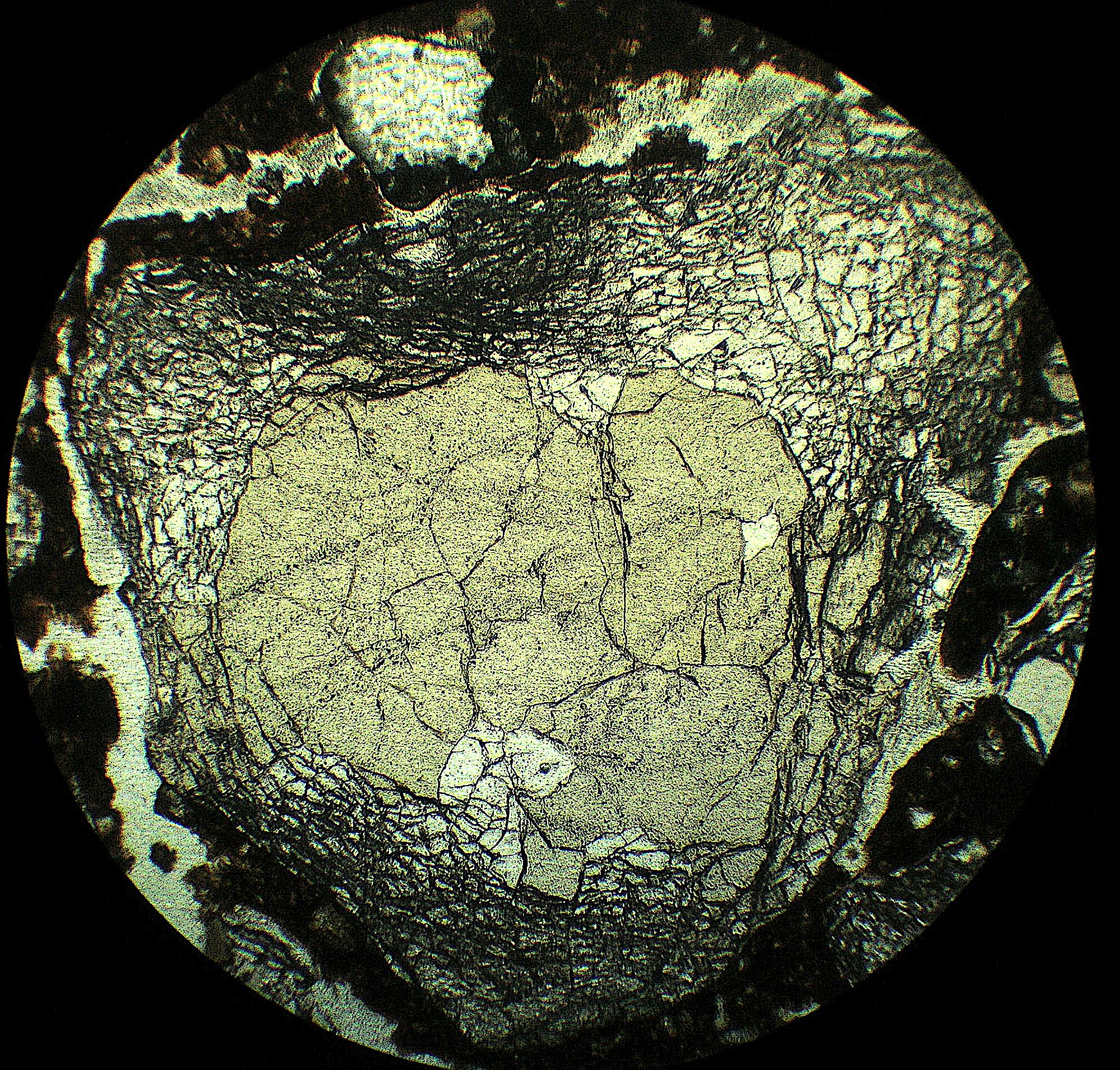 Meteorite impact thermal shock micro-fracturing in quartz